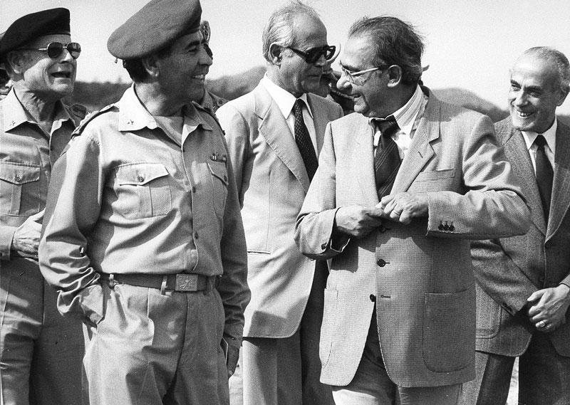 1980-81 - In compagnia del gen. Neri Loy durante l'incarico come Assessore all'Ambiente della Regione sarda