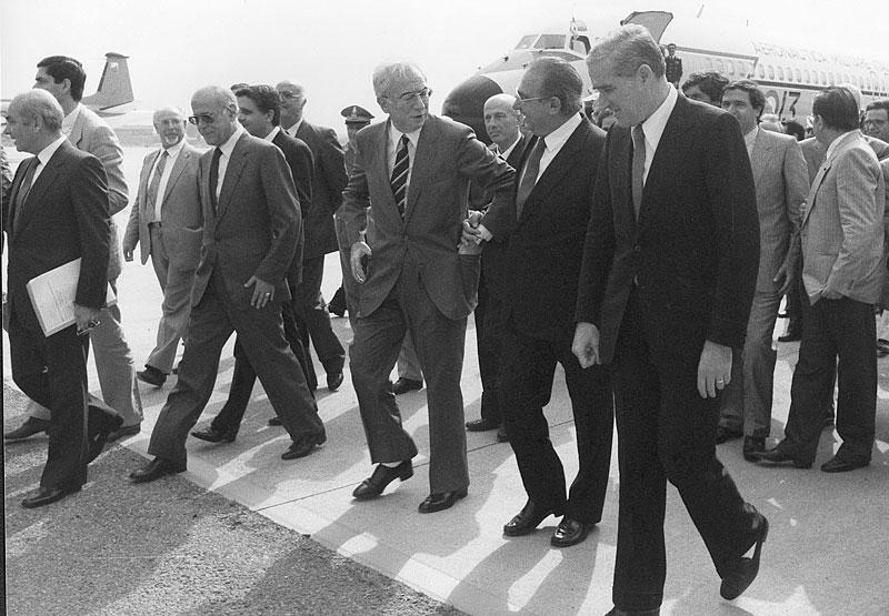 1985-Cagliari, l'arrivo dell'on. Francesco Cossiga a Cagliari, dopo l'elezione a Presidente della Repubblica
