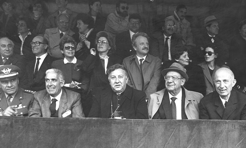 1989 - Cagliari Nella tribuna della festa di Sant Efisio con il vescovo Ottorino Alberti