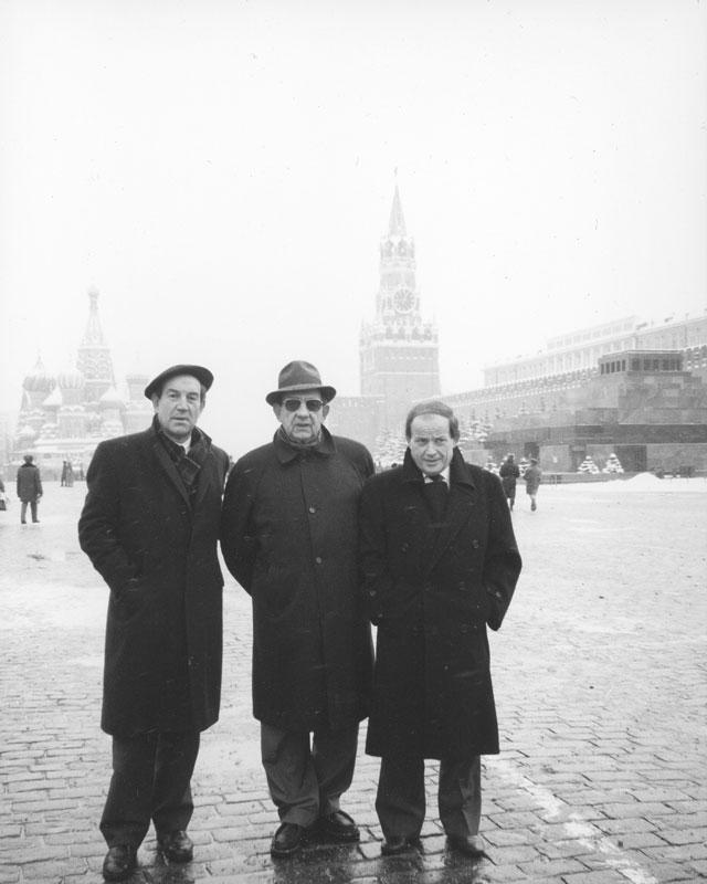anni '90 - Mosca In compagnia dei parlamentari europei Galaicocea e Max Simeoni sulla piazza Rossa